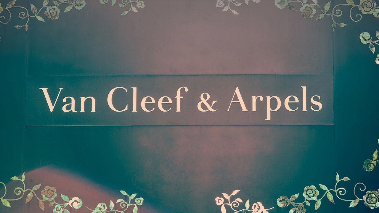 Van Cleef and Arpels sign