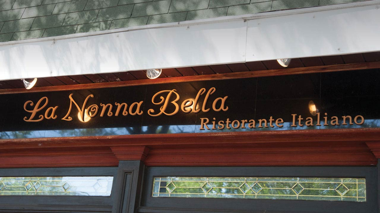 La Nonna Bella Italian Restaurant sign in Garden City, NY